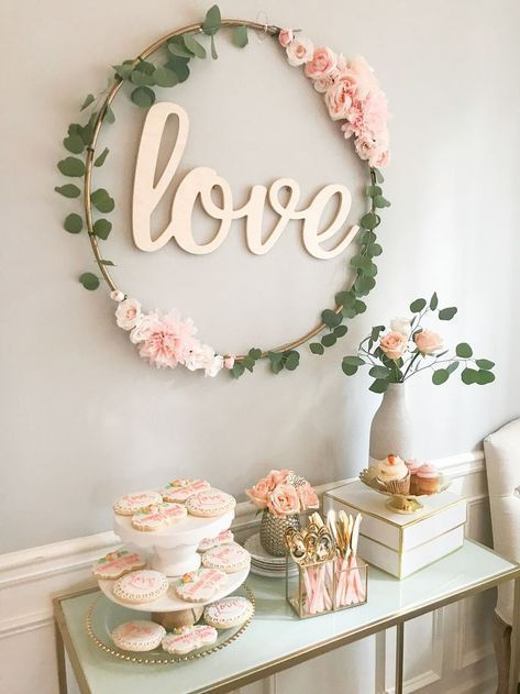Love this simple Floral Decoration! DIY Hula Hoop Love Sign, DIY-bridal-shower-decor, bridal shower decorations DIY, hula hoop transformation One other … Simple Bridal Shower, Bridal Shower Tables, Rustic Bridal Shower Invitations, Gold Bridal Showers, Bridal Shower Rustic, Bridal Shower Gifts, Bridal Shower Table Decorations, Bridal Shower Pink, Wedding Decorations
