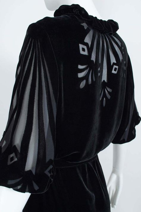 1930s Fashion, Art Deco Fashion, Trendy Fashion, Vintage Fashion, Modern Witch Fashion, Vintage Style, Fashion Trends, 1930s Dress, Vintage Dresses