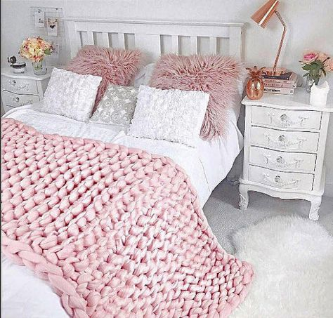 Wool Hugs Blush Pink Chunky Knit Blanket. Knitted baby