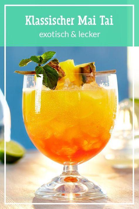 Der spritzige und beliebte Cocktail Mai Tai - mit #Rum, #Limette und #Orange. Das klingt gut? Hier haben wir das #Rezept für dich. #maitai #cocktails #cocktailrezepte #sommerdrinks #sommer #cocktailklassiker #tikibar #party #partydrinks #sommerrezepte #ananas