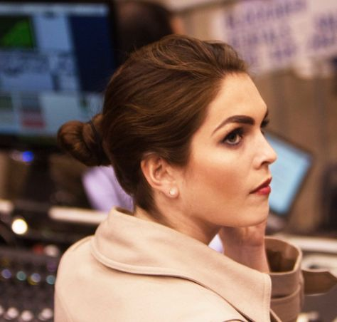 T&C Modern Swan Hope Hicks Is Everything Her Boss Donald Trump Is Not