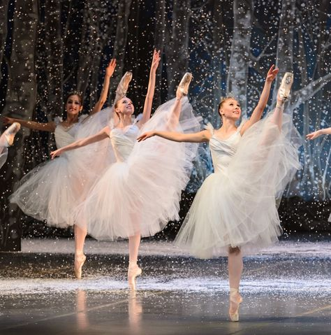 Beyond imagination - Boston Ballet: The Nutcracker dance of the Snowflakes, Dec. Dance Photos, Dance Pictures, Ballet Costumes, Dance Costumes, Nutcracker Costumes, La Bayadere, Ballet Photography, Tiny Dancer, Ballet Beautiful