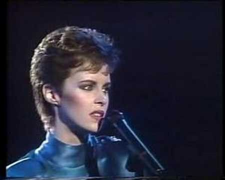 Sheena Easton performing 'For Your Eyes Only'
