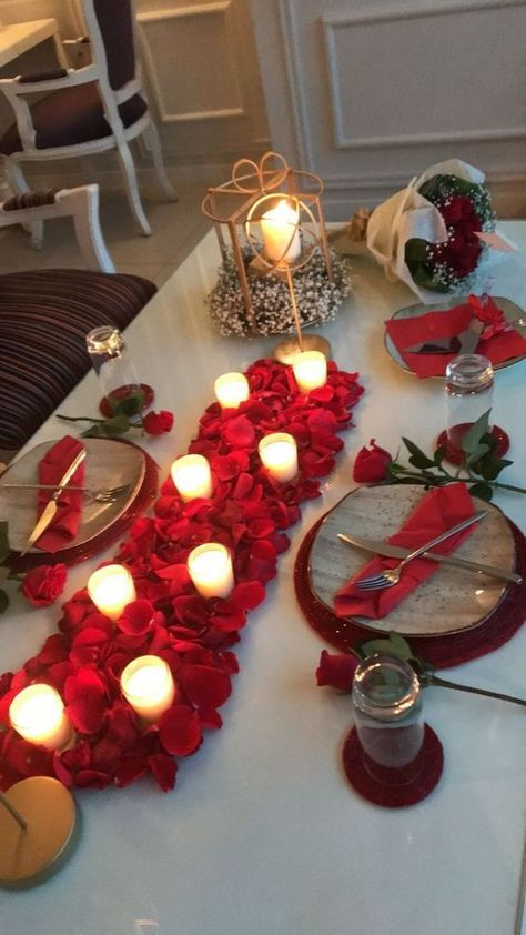 30 Romantic Valentine's Day Table Decor Ideas - Hike n Dip