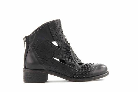 separation shoes 8c1de de3bb Pin di N I I R O su My Style | Scarpe