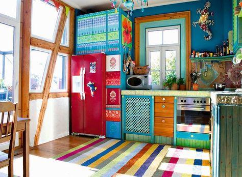 adelaparvu.com despre casa colorata, gard cu forma de creioane, interioare colorate, idei creative acasa, designer Bine Braendle (7)