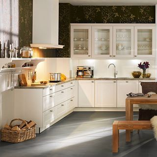 This Is The Nolte Windsor Lack Range Magnolia Softmatt It S The Country Kitchen Charm Combined Perfectly With Modern Conven Haus Kuchen Landhauskuche Kuche
