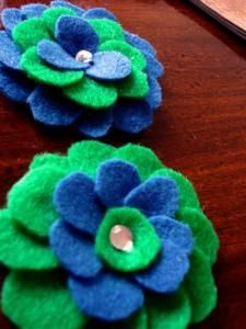 felt flowers! you know you want to make some!