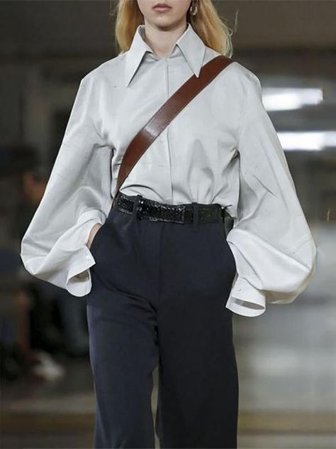 Christophe Lemaire and Sarah-Linh Tran have made a name for themselves designing casual yet utilitarian inspired ready-to-wear and this season was no different. This time around, the nonchalance wa.