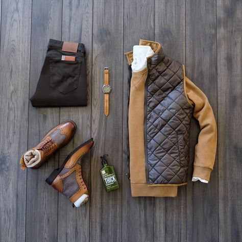and offers a range of men's products and style tips Men Fashion Show, Mens Fashion, Fashion Outfits, Herren Style, Fashion Network, Stylish Mens Outfits, Outfit Grid, Mens Fall, Men Style Tips