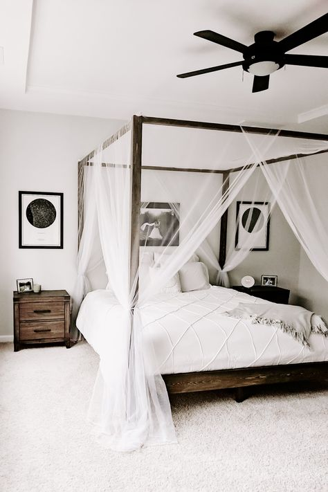 White Bedroom with DIY Canopy Bed Clean and simple is so popular, especially when trying to create a relaxing bedroom. A canopy bed can take the relaxation up a notch giving your bedroom a resort feel. Room Decor For Teen Girls, Cheap Room Decor, Diy Home Decor Rustic, Rustic Room, Rustic Barn, Diy Canopy, Bed With Canopy, Canopy Bedroom, Cheap Canopy Beds