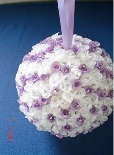 Bolinha de isopor com aplicação de flores