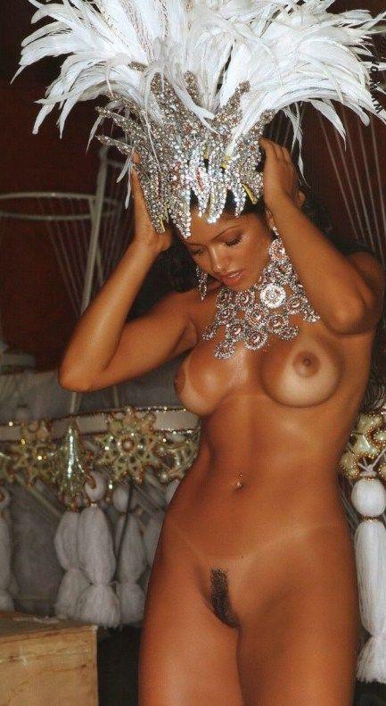 его окаменел девушки голые на карнавале отказался