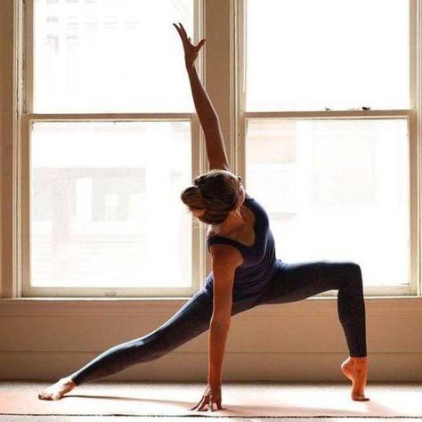 Yoga Poses For Beginners ; Yoga Poses For Beginners Ashtanga Yoga, Yoga Bikram, Alo Yoga, Yoga Pilates, Vinyasa Yoga, Iyengar Yoga, Yoga Beginners, Beginner Yoga, Advanced Yoga