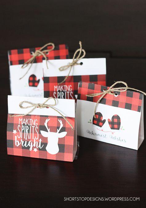 Free Printable Buffalo Check Treat Bags For Christmas. Free printable Christmas bags. Love them!!