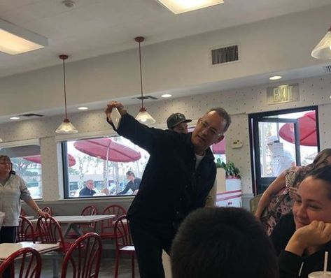 Tom Hanks Takes Diners By Surprise At In N Out Buys Everyone Lunch