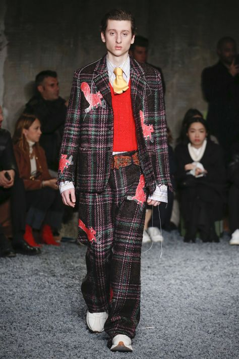 See the complete Marni Fall 2018 Menswear collection.