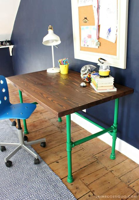 Build a super strong but beautiful desk with a pipe base and wood top using my free plans. This painted pipe base is like legos for adults! Kids Computer Desk, Lego Desk, Boys Desk, Ikea Hack Kids, Ikea Hacks, Desk Top Ideas, Diy Wood Stain, Childrens Desk, Pipe Desk