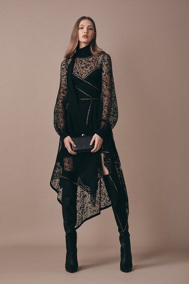 Elie Saab Pre-Fall 2019 collection, runway looks, beauty, models, and reviews.