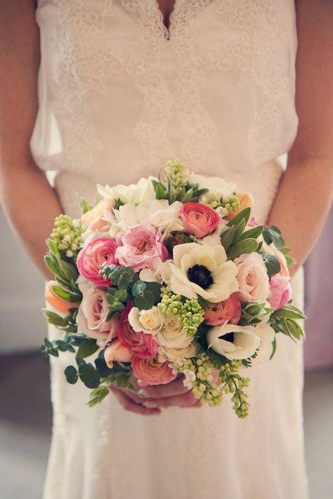 Biało - różowy bukiet ślubny z anemonami