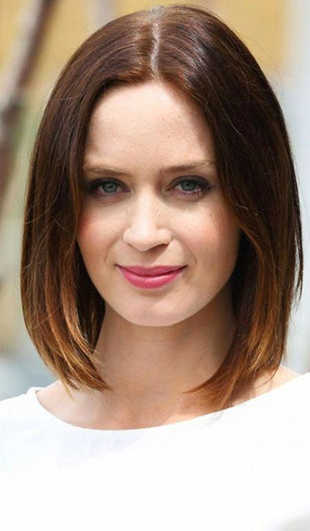 Emily Blunt And John Krasinski Wedding Ring Bluntbob Medium Bob Hairstyles Bob Hairstyles Hair Styles