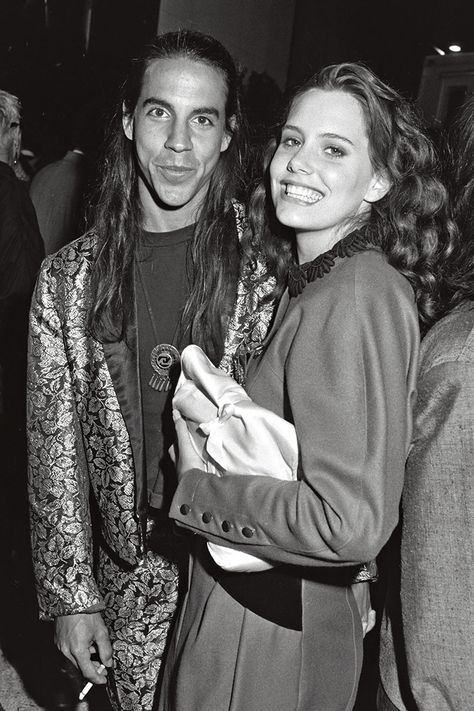 Ione Skye lived with Anthony Kiedis, singer with the Red Hot Chili Peppers, from 1987 to 1990