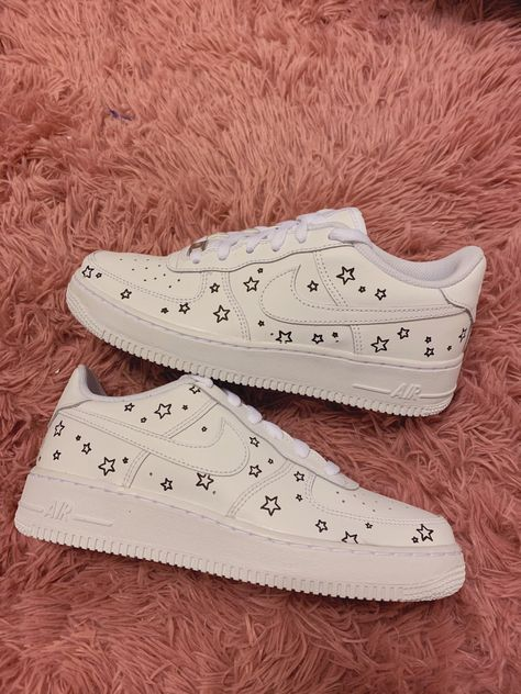 Trendy Shoes, Casual Shoes, Sneakers Fashion, Fashion Shoes, Lolita Fashion, Fashion Fashion, Runway Fashion, Fashion Dresses, Nike Shoes Air Force