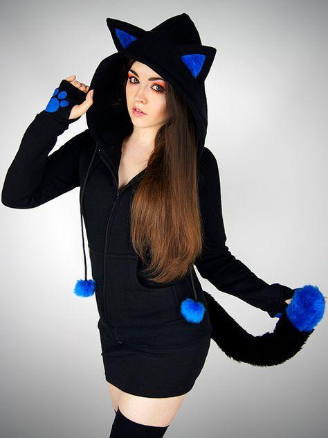 Gatito de gato negro con capucha cola orejas azul animal patas