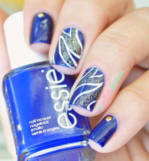 Essie Style cartel //  Nuit d'encre - dark ink blue nail polish with gold and white abstract design - essie fall 2014 - #nails #nailart - http://lapaillettefrondeuse.blogspot.be/2014/09/essie-style-cartel-nuit-dencre.html