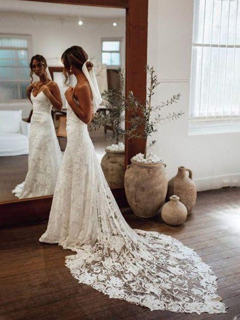 Wedding Dress Train, Best Wedding Dresses, Bridal Dresses, Gown Wedding, Lace Dresses, Wedding Cakes, Wedding Rings, Simple Country Wedding Dresses, Bridesmaid Dresses