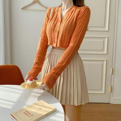 Woman classy outfit inspiration stylish autumn 2021 cute k-pop fashion vsco highschool