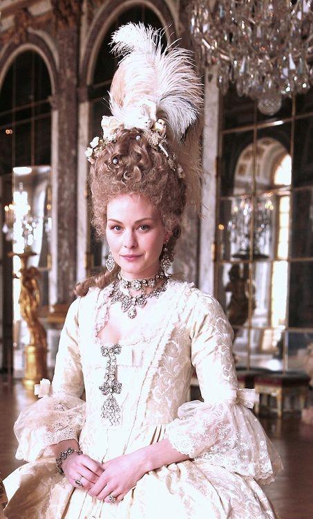 Raphaëlle Agogué as Marie Antoinette, in Louis XVI, l'homme qui ne voulait  pas être roi. | Versailles, Marie antoinette, Girl quizzes