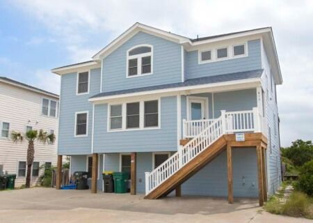 Atlantic Breeze 200 Located In Ocean Sands O Corolla Nc Outer Banks Oceanside Vacation Rental With 7 Bedrooms 6 2 Ba Vacation Rental Private Pool Atlantic