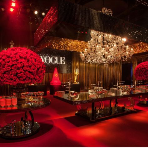 Expensive things for people with luxury lifestyle Sweet 16 Birthday, 16th Birthday, Quince Decorations, Wedding Decorations, Soirée Halloween, Hollywood Theme, Sweet 16 Parties, Sweet 16 Party Themes, Red Wedding
