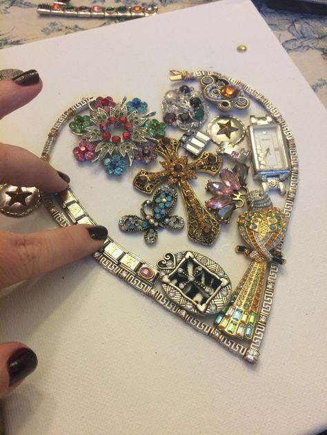 DIY: How to make a jeweled heart on canvas with broken costume jewelry - DIY: H. - DIY: How to make a jeweled heart on canvas with broken costume jewelry – DIY: How to make a jewe - Jewelry Frames, Jewelry Art, Beaded Jewelry, Fine Jewelry, Jewelry Making, Fashion Jewelry, Jewelry Ideas, Jewelry Gifts, Steel Jewelry