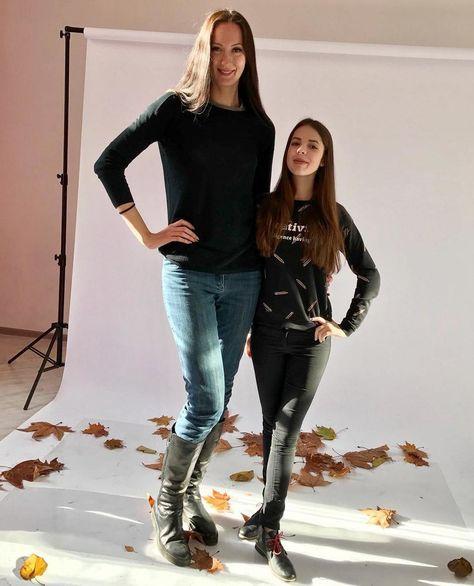 205cm vs 180cm | Tall women, Tall girl, Tall people