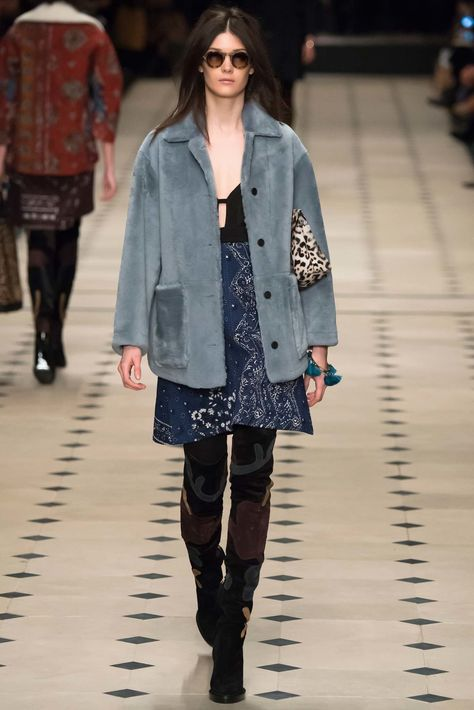 Burberry Prorsum Fall 2015 Ready-to-Wear Fashion Show Collection: See the complete Burberry Prorsum Fall 2015 Ready-to-Wear collection. Look 32