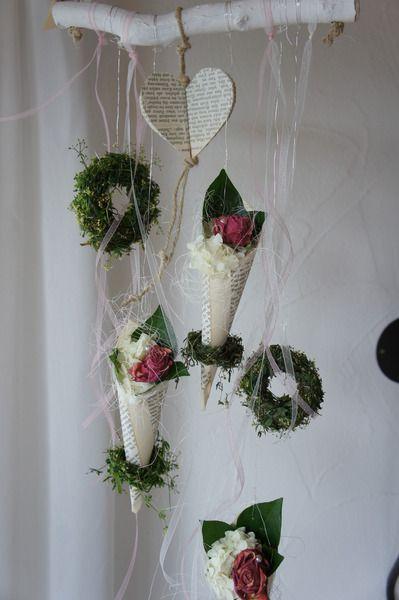 Fensterdeko Tanzende Rosentuten Fruhlingsdekoration Fruhlings Dekoration Blumengestecke