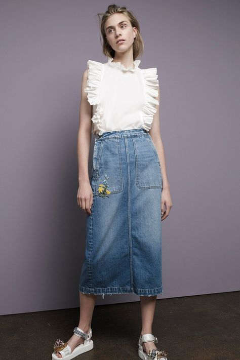 Rebecca Taylor Spring 2017 Ready-to-Wear collection, runway looks, beauty, models, and reviews.