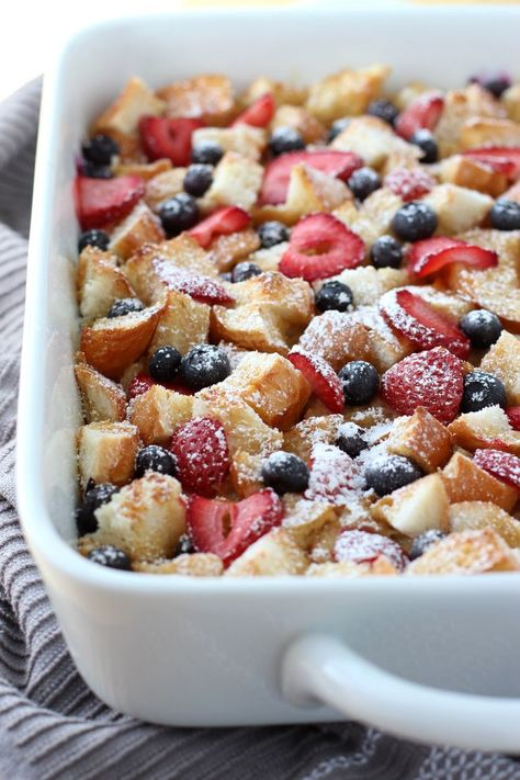 Berry French Casserole - Moist on the inside, slightly crusty on the top, this Berry French Toast Casserole is delicious and feeds a crowd! Make ahead and pop into the oven whenever you are ready to eat it! The perfect breakfast and brunch food! Breakfast And Brunch, Perfect Breakfast, Breakfast Casserole, Overnight Breakfast, Fun Breakfast Ideas, Breakfast Dessert, Dessert Food, Dessert Recipes, Baked French Toast Overnight