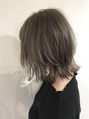 レイヤーボブ ハイトーンベージュ 20代 髪型 ヘアスタイル 最新