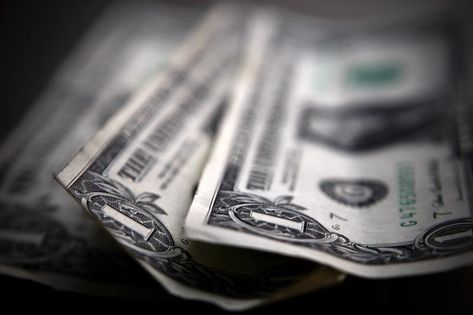 Forex Signals - Dollar Climbs Fed Minutes Offer Downbeat Outlook
