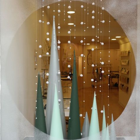 Window Decorations for Christmas : Image result for christmas holiday retail windows ideas