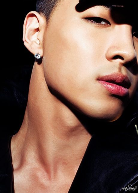 How to deal with Taeyang's hotness in 5 easy steps