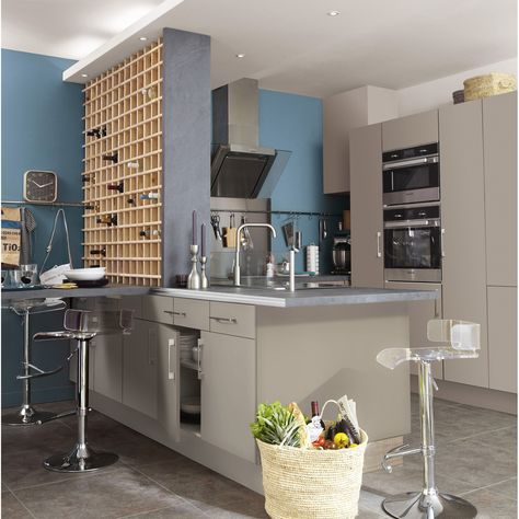 couleur-plafond-cuisine-bleu-mur-avec-peinture-murale-gris