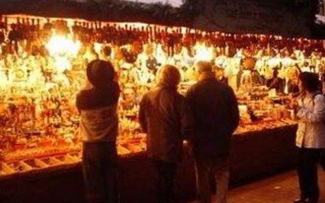 Secondigliano, ecco la fiera natalizia Dal 5 dicembre all'8 gennaio, il quartiere napoletano di Secondigliano sarà addobbato a festa. L'associazione Secondigliano Futura organizzerà una fiera natalizia, con negozi aperti fino a tarda sera #negozi #secondigliano #fiera
