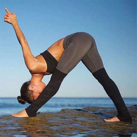 Girls hot yoga Instagram Sensation