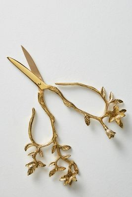 longwood scissors in gold from anthropologie - design Sewing Tools, Sewing Notions, Desenho New School, Vintage Scissors, The Grisha Trilogy, Art Du Fil, Embroidery Scissors, Sewing Scissors, Vintage Sewing
