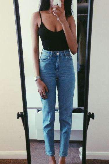 Comfy Jean Outfits Woman Fashion Fashionoutfits Fashiontrend Fashiontrendsoutfits Jeans Skinnyjeans Dail Mom Jeans Outfit Jeans Outfit Summer Mom Jeans