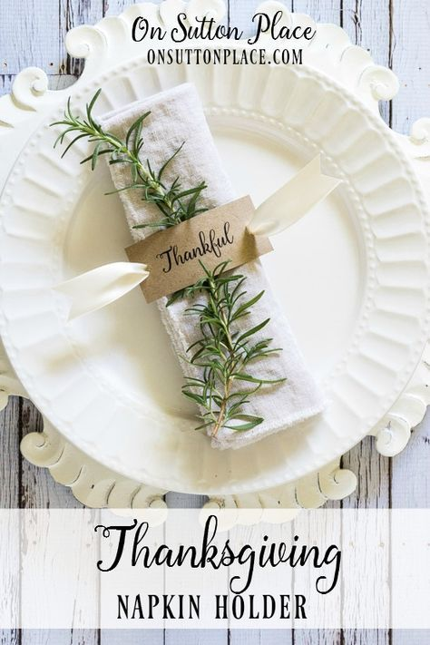 Make these easy DIY napkin rings for your family gatherings or Thanksgiving dinner! Make these easy DIY napkin rings for your family gatherings or Thanksgiving dinner! Thanksgiving Diy, Thanksgiving Table Settings, Thanksgiving Centerpieces, Holiday Tables, Thanksgiving Cornucopia, Diy Napkin Rings Thanksgiving, Thanksgiving Flowers, Fall Table Settings, Napkin Rings Diy Christmas